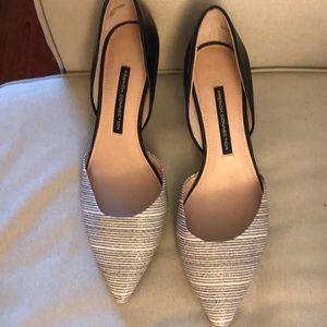 Pointy blank/grey stripped kitten heels